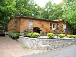 Spacious Vacation Home on Put-in-Bay that Sleeps 16 w/ 5 BR, 3 BA. Big Pool.