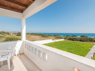 Villa Genadi 2 on the beach, 50m from the sea, Gennadi
