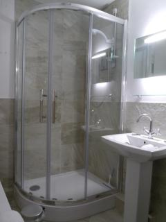 Bath and shower, wash basin and WC with underfloor heating. Sole use for annex guests.