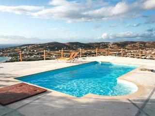 2-bedroom villa with pool, sea view, Paros