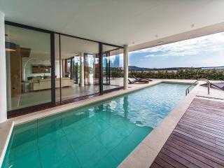 Golden Rays Luxury Villa No. 07