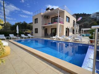 Holiday villa in Kisla / Kalkan, sleeps 012 : 040