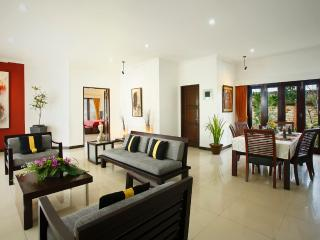 Romantic Beachfront 2 Bedroom Villa, Gianyar