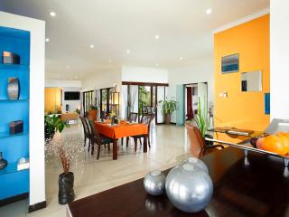Romantic Beachfront Resort - 1 bedroom Villa, Gianyar