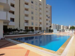 Apartamento con piscina en Playa Armacao de Pera