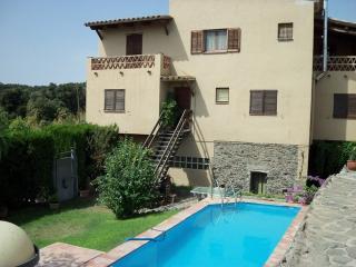 Can Corrius, casa per 9 amb piscina i jardi, Foixà