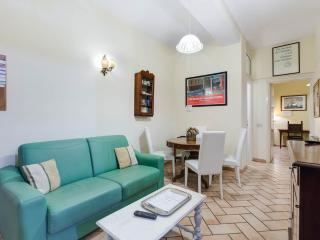 a quiet apartment in the heart of Trastevere