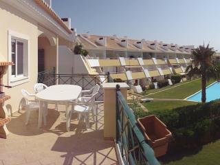 Two Bed Apartment with pool in Vilamoura