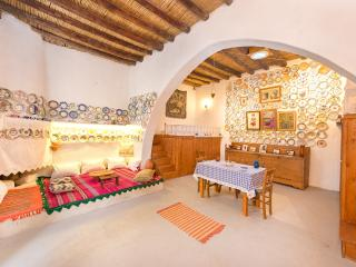 'Tsampika' traditional Home at Archangelos Rhodes - Live like a local...