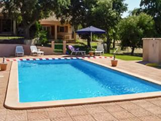 Nice villa with pool access & Wifi
