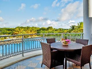 Luxury studio w/balcony, pool