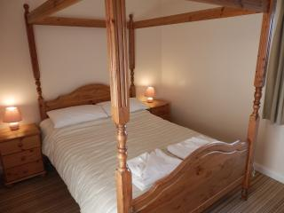 Double bedroom with four poster in Stable Cottage