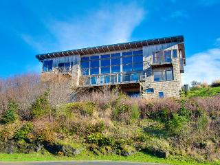 Oceanview, private sauna in this extremely luxurious home, Neskowin