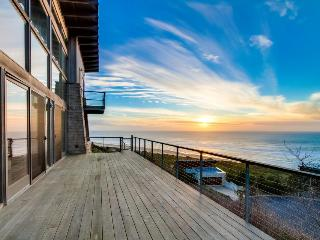 Oceanviews & private sauna in this extremely luxurious home!, Neskowin