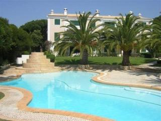 Holiday Apartment with shared pool. Quarteira