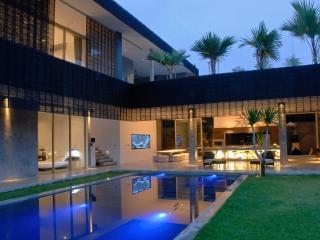 Modern 4BD Villa