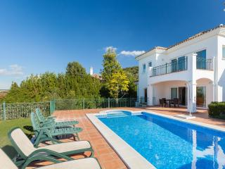 Stunning 4 bedroom villa with pool on a golf course in Arcos de la Frontera