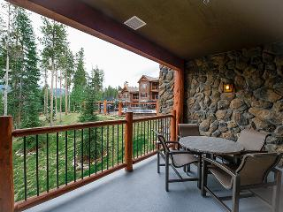 Lovely Breckenridge 2 Bedroom Ski-in - B205