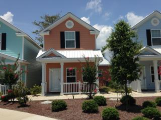 New Luxury 3 Bedroom Cottage, Pool&WiFi,Steps to Beach, Myrtle Beach