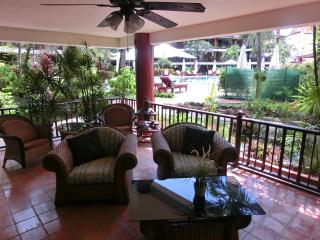 Family Apt Pool & Garden View Ground Level 114, Patong