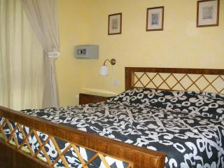 MERCURY, IN PISTOIA, 2 - 4 PAX, PARKING, POOL