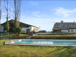 Country house with large shared pool, Lauzun