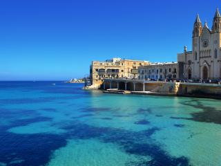 Blue Waters Apartment just off Sliema promenade
