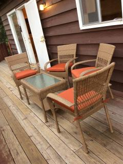 Front deck new patio furniture (seats 6)