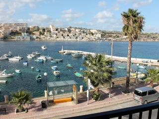 Harbour Lights seafront apt A in St Paul's Bay, San Pawl il-Baħar (St. Paul's Bay)