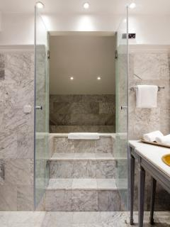 Bathroom 1 in suite - hamman / turkish steam bath