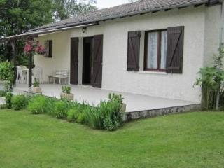 Charming detached holiday house with large garden, Tulle