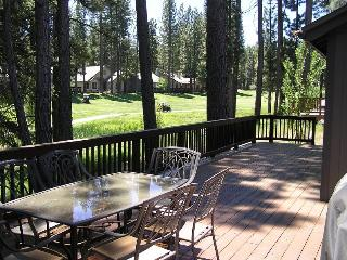 #130 SEQUOIA Mountain decor, on the golf course $200.00-$235.00 BASED ON FOUR PEOPLE OCCUPANCY AND NUMBER OF NIGHTS (plus county tax, SDI, and processing fee), Plumas County