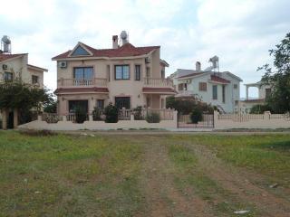 Shangri La villa, Bogaz