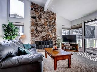 #33 ASPEN Fresh and Bright Town Home on the 5th Fairway $225.00-$260.00 BASED ON FOUR PERSON OCCUPANCY AND NUMBER OF NIGHTS. (plus county tax, SDI, and processing fee), Graeagle