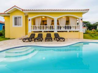 Guest friendly 2 bedroom villa. Privacy and safety