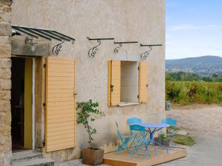 Lovely apartment in Sabran, a small village in the heart of Provence