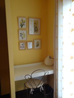 bureau chambre jaune