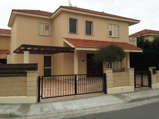 Villa Nefeli, 3 bed villa in complex on beach, Pyla