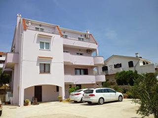 Beautiful new apartment for 6 people, Novalja