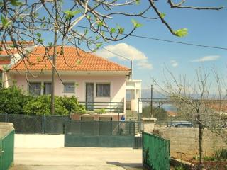 Duplex dalmatien house, grill, garden! Peaceful surrounding, pebble beach 300m!