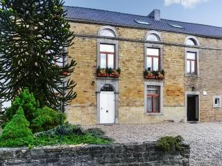 Holiday gite in the area of Liège, Belgium, with 14 bedrooms for 53 persons, Wi-Fi and Jacuzzi, Anthisnes