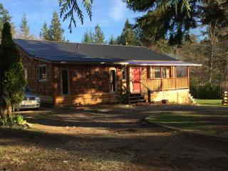 Powell River Summer Home - PERFECT FOR THE FAMILY