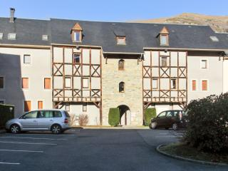 Lovely apartment in Saint-Lary with 2 bedrooms and private balcony - minutes from slopes, Vignec