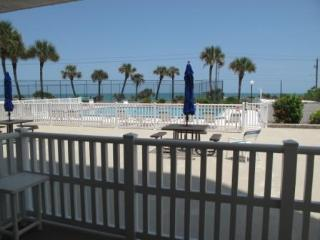 3 Bedroom - Oceanview and steps to the pool., Flagler Beach