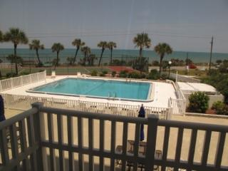 2 Bedroom Corner Unit Overlooking the Ocean!, Flagler Beach