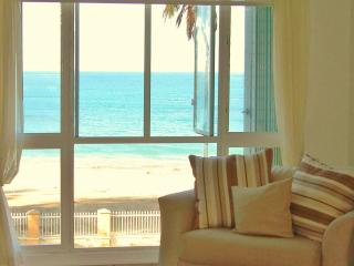 Real Beach Front Penthouse at Malibu Beach Front 15 m from SJU airport