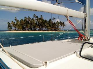 Sail Tuamotu - Private cruise aboard Cinco