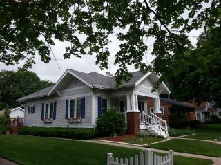Lake Geneva Charming Historic Bungalow