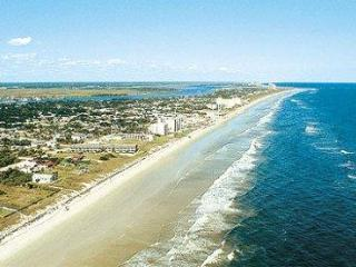 CHARMING BEACH PARADISE, New Smyrna Beach