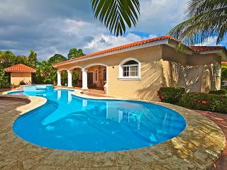 3 BD Caribbean villa near the beach